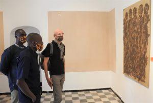 VIsite des expos par l'Ambassadeur Ouvry Barth